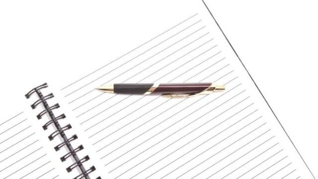 ノートとペンの画像